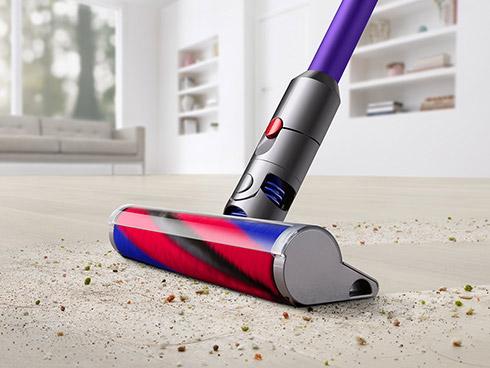 さまざまな床面に対応。大きなゴミから小さなゴミまで同時に吸い取ります。